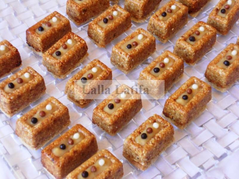 Le gâteau à amande caramel est un prestige délicieux à base d\u0027un sablé et  d\u0027amande grillée.